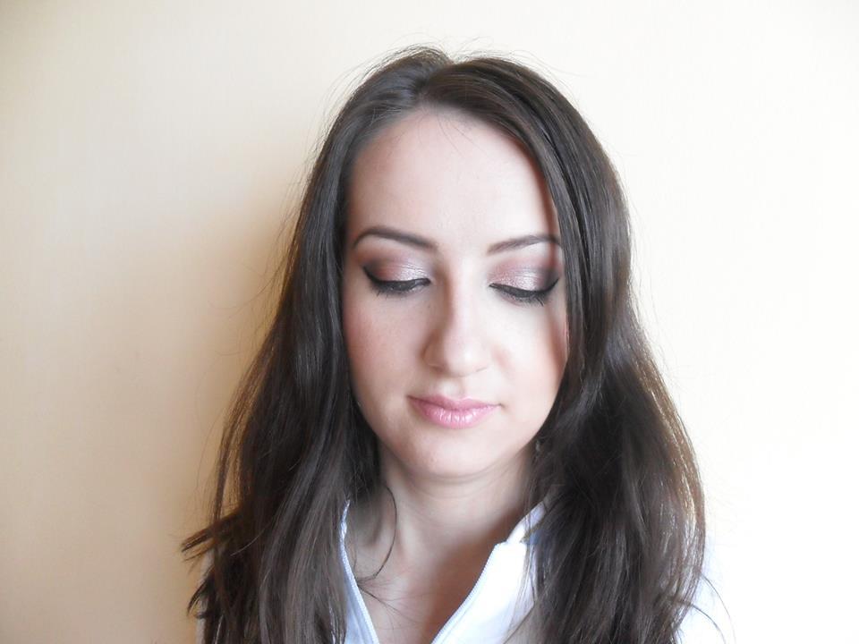 Make up cu pudra compacta Rimmel Stay Matte