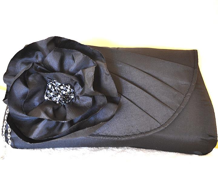 Poseta de Mana Neagra cu Floare Mare din Tafta