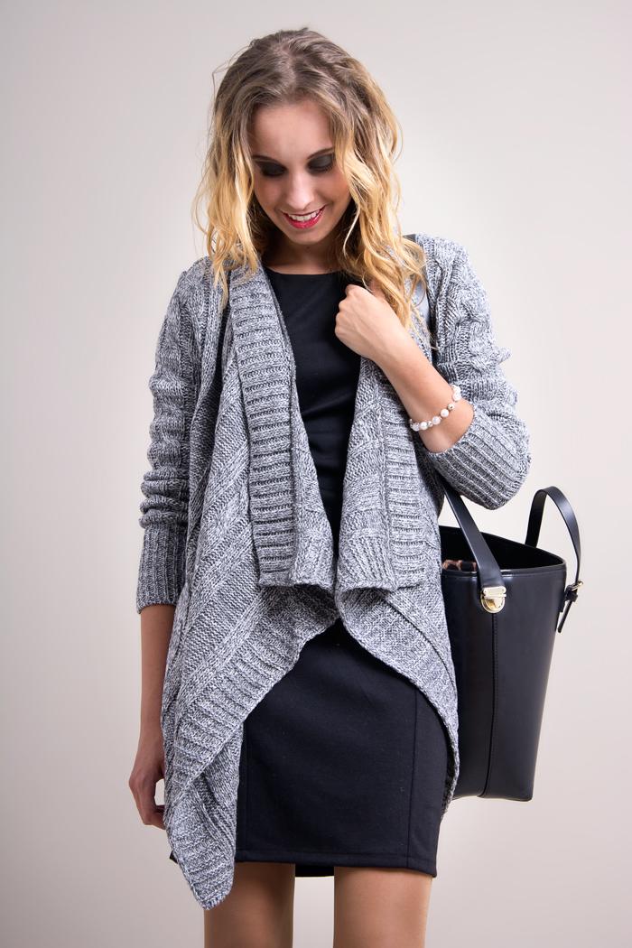 Cardigan tricotat gri-deschis, asimetric