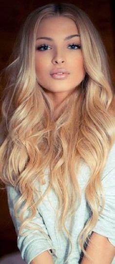 Blondă păr lung frumos