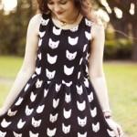 rochie neagră imprimeu pisici albe