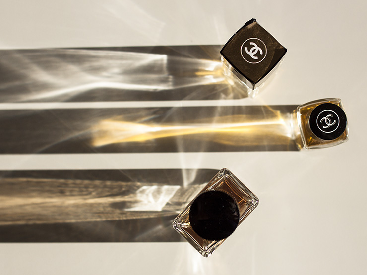 sticle de parfum de la Chanel Chanel No. 5 si Chanel Mademoiselle