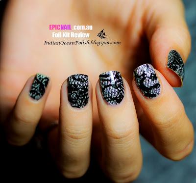 model de unghii cu folie de unghii dantela neagra epic nail reveiw foils holographic all laced up