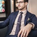 ținuta cu costum business pentru bărbați