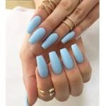 manichiură bleu mat