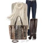 outfit cu jeansi drepti slim fit simpli, cizme inalte din piele naturala si geanta cu imprimeu sarpe snake print