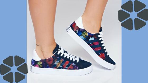 pantofi sport la tinuta casual cu camasa din denim