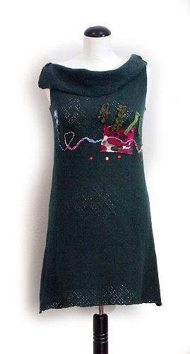 rochie simpla cu aplicatii cusute