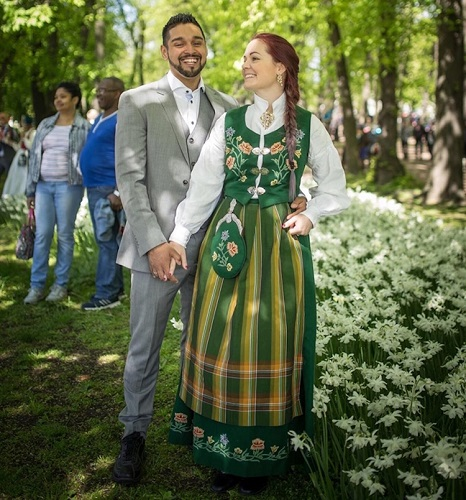 costume de nunta traditionale in Norvegia pentru mire si mireasa