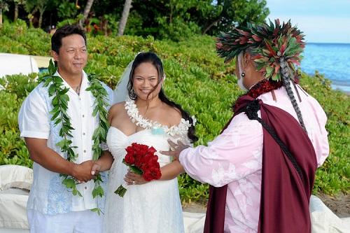 cum se imbraca mirele si mireasa in hawaii
