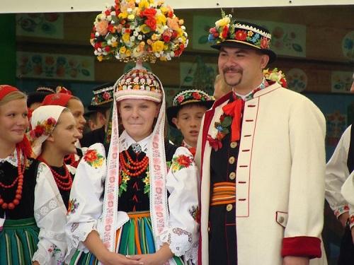 mire si mireasa in centrul Polonia