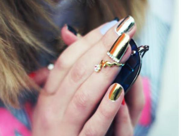 cum sa nu-ti mai rozi unghiile