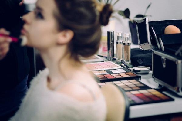 pudra bronzanta Anastasia Beverly Hills va fi lansata in 2018