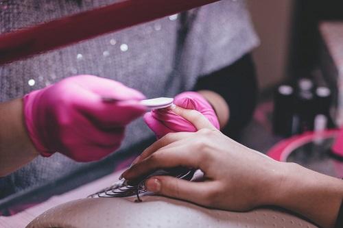reguli înainte să mergi la un salon de manichiură și pedichiură
