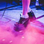 cum porți șosete cu pantofi