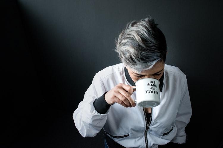 cum ascunzi firele albe de păr și cum previi apariția altora noi