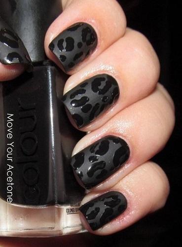 leopard print cu unghii negre