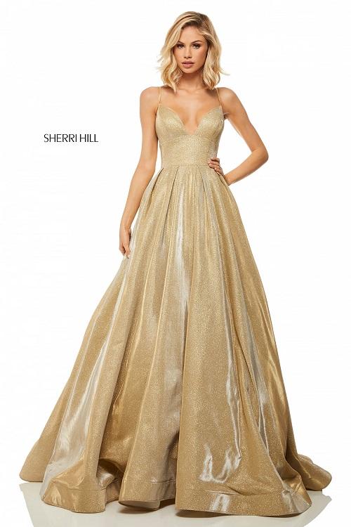 rochie aurie de bal potrivită pentru zodia Leu