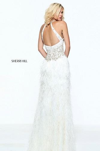 rochie de mireasă cu spatele gol tip halterneck