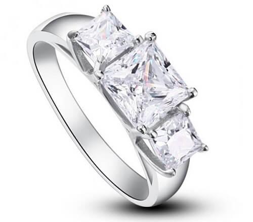 inel din argint cu pietre care simulează diamantele Princess