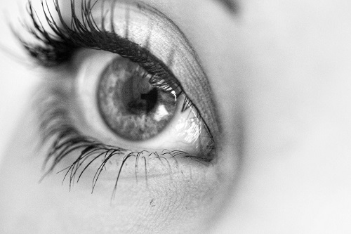 linia de tuș subțire pentru ochii căzuți