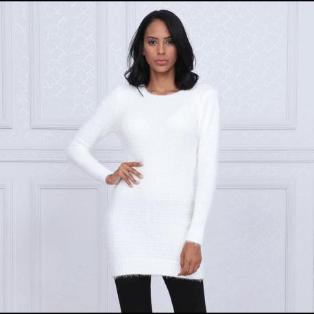 rochie pulover pufoasă albă scurtă