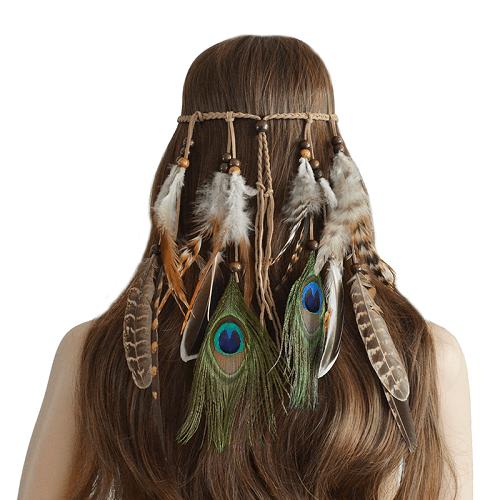 accesoriu de păr cu sfoară împletită și pene în stil hippie