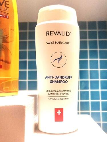 șampon antimătreață și contra căderii părului Revalid cu extract de urzică_formulă și consistență_review