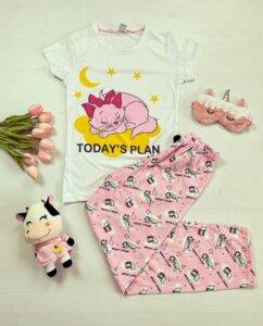 Pijama dama bumbac lunga cu pantaloni roz si tricou alb cu imprimeu Today's plan cu imprimeu și mesaj pisica aristocrată