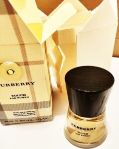 cum e apa de parfum Touch by Burberry pentru femei