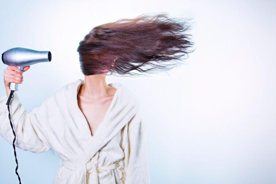 cum obții păr cu volum dacă ai păr drept și subțire