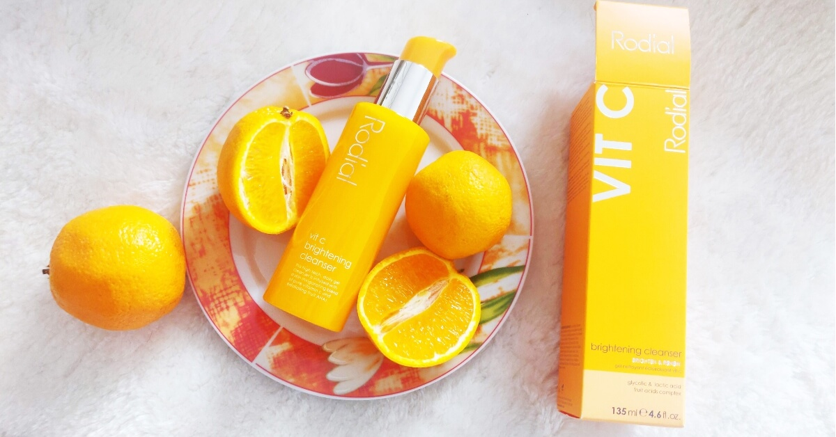 gelul de curățare exfoliant Rodial Vit C Brightening Cleanser_review