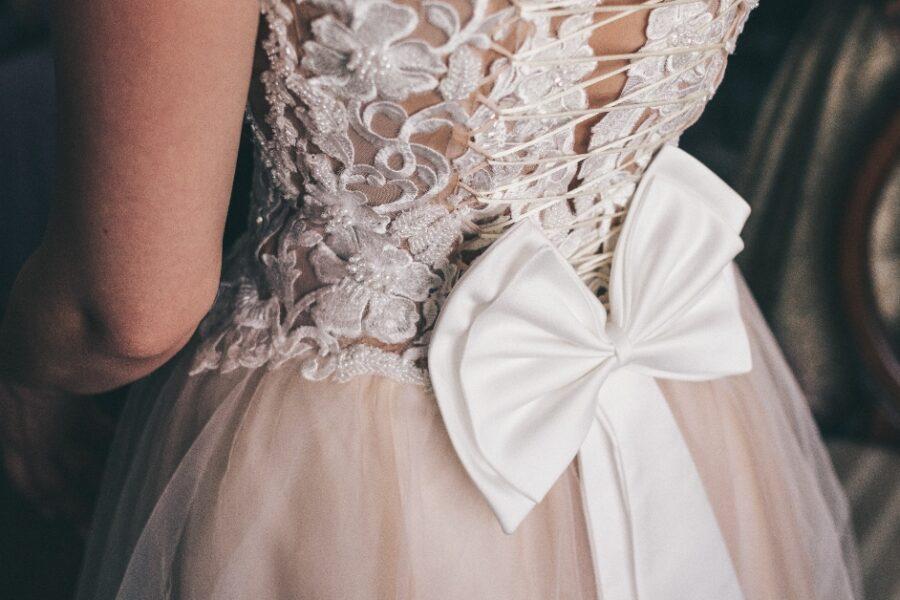 rochie de mireasă în alte culori nu neapărat albă