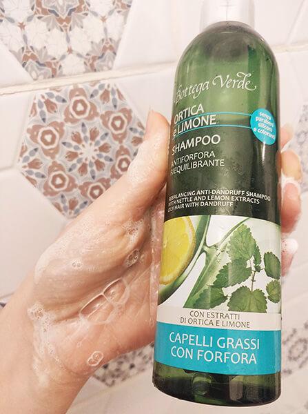 șampon antimătreață Bottega Verde Ortica e Limone review și păreri_consistență spumă