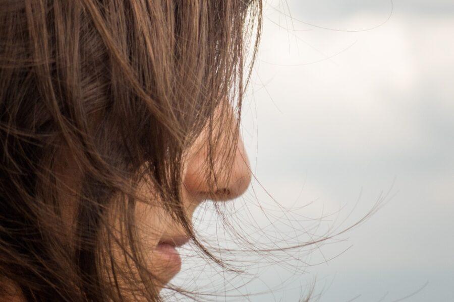 truc ce să faci ca să nu ți se mai electrizeze părul