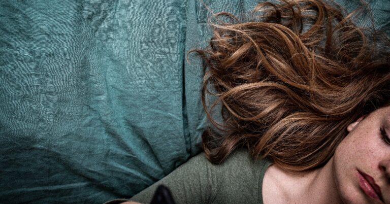 cum să-ți faci șuvițe pe păr singură acasă