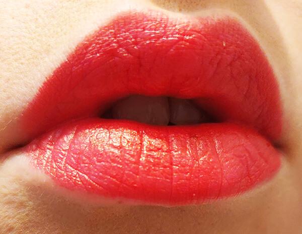 ruj lichid satinat Rouge Dior Liquid_cum arată pe buze_review