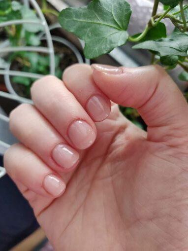 unghii făcute la salon cu ojă semipermanentă Gelaxyo de la Tienda